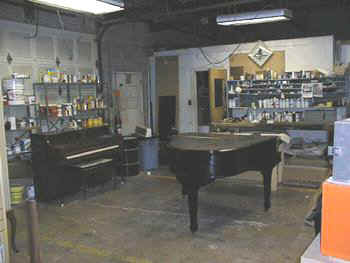 chicago pianos . com - touch-up center.jpg (21189 bytes)